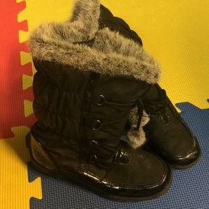 Totes super cute fur lined black boots.